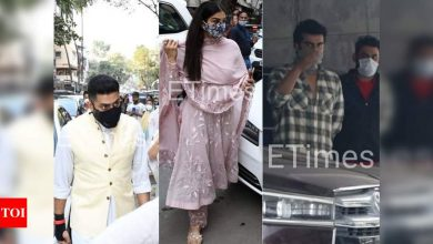 ETimes Paparazzi Diaries: Abhishek Bachchan-Raveena Tandon attend Bunty Walia's father's prayer meet, Arjun Kapoor welcomes a new mean machine - Times of India