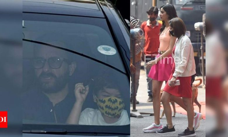 ETimes Paparazzi Diaries: Kareena Kapoor Khan-Saif Ali Khan take their baby boy home; Ananya Panday gets clicked on the sets of an ad shoot - Times of India
