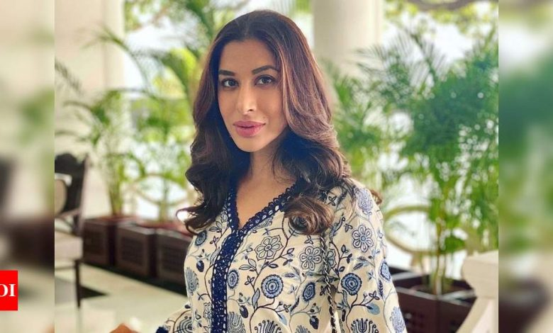 Exclusive interview! Sophie Choudry on social media negativity: The amount of love you get is far more than the toxic comments - Times of India