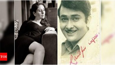 Kareena Kapoor Khan shares a priceless throwback photo of her 'handsomest' and 'strongest' papa Randhir Kapoor on his birthday - Times of India