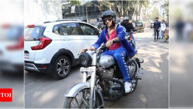Kartik Aaryan keeps it trendy and stylish in the city as he gets spotted riding a bike in the city - Times of India