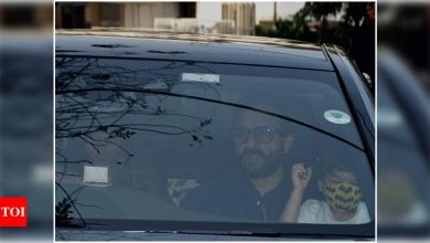 Mommy Kareena Kapoor Khan gets discharged from hospital after delivery; Saif Ali Khan and Taimur Ali Khan accompany - Times of India ►