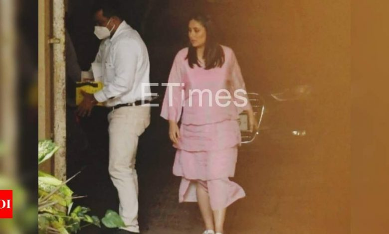 PHOTOS: Kareena Kapoor Khan steps out in a cute, flouncy pink dress - Times of India