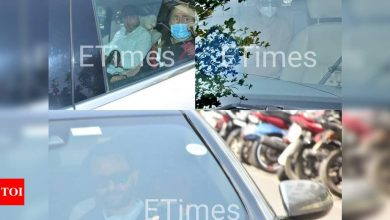 PHOTOS: Saif Ali Khan, Karisma Kapoor, and Randhir visits Kareena Kapoor Khan in hospital - Times of India