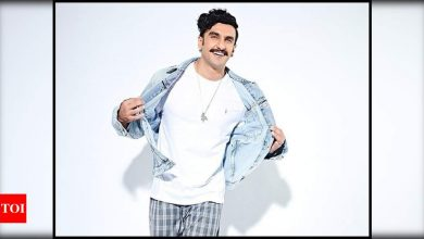 Ranveer Singh joins the 'Pawri Ho Rahi Hai' trend with a fan and it is too 'sweet' to be missed - watch - Times of India