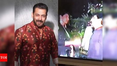 """Salman Khan wishes his """"Childhood friend"""" on his marriage anniversary; don't miss the funny caption - Times of India"""