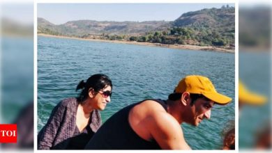 """Sushant Singh Rajput's sister Priyanka Singh thanks the actor's fans who supported their family in these """"unbearable & relentlessly times"""" - Times of India"""