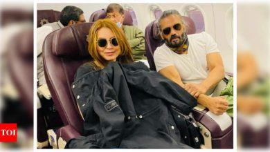 THIS picture of Mahima Chaudhry and Suniel Shetty is sure to give you 'Dhadkan' feels - Times of India