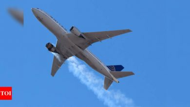 United flight suffers engine failure, scatters debris over US city - Times of India