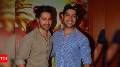 Varun Dhawan alerts fans about his brother Rohit Dhawan not being a part of social media! - Times of India