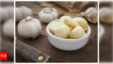 Viral: This is the easiest hack to peel garlic within seconds - Times of India