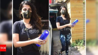 WATCH: This is how Rhea Chakraborty reacted when the paparazzi asked her how she was doing - Times of India ►