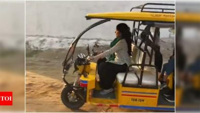 Watch: Janhvi Kapoor drives an electric rickshaw on the sets of 'Good Luck Jerry'; says 'film shoots are fun' - Times of India
