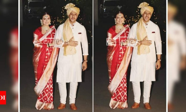 Watch: THIS unseen video of Dia Mirza and Vaibhav Rekhi from their varmala ceremony is too cute to be missed - Times of India