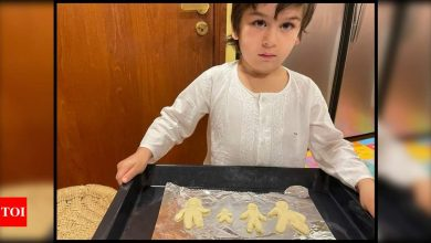 Kareena Kapoor Khan shows off son Taimur's baking skills as she shares an aww-dorable picture of her 'good looking men' - Times of India
