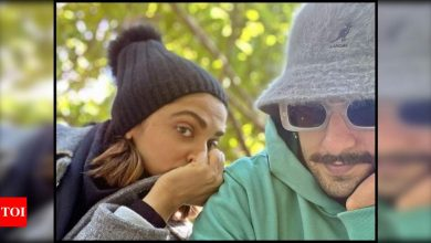 Ranveer Singh shares a mushy picture with wife Deepika Padukone and it is truly a visual delight - Times of India