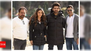 THIS picture of Kartik Aaryan and Kiara Advani from the sets of 'Bhool Bhulaiyaa 2' will get you all excited about the film - Times of India