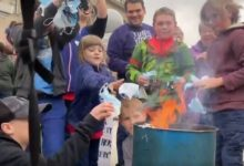 US: Protesters burn masks in Idaho Capitol rally against measures taken to limit Covid spread