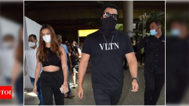'Ek Villain Returns' stars Arjun Kapoor and Tara Sutaria get spotted at the airport - Times of India