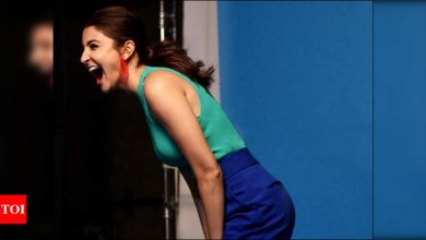 Anushka Sharma shares a joyful BTS picture from the sets asks, if 'Happy Monday' is an oxymoron - Times of India