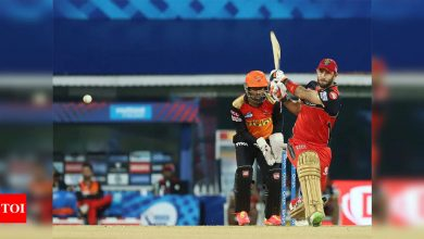 IPL 2021: Glenn Maxwell lifts RCB to 149/8 against SRH | Cricket News - Times of India