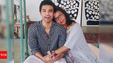 Irrfan Khan's wife Sutapa Sikdar pens an emotional poem as son Babil turned teary - Times of India