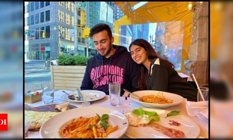 """Khushi Kapoor enjoys a day out with a friend in New York; Navya Naveli Nanda asks """"where are you hello?"""" - Times of India"""
