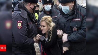 Navalny supporters detained outside his Russian penal colony: Report - Times of India