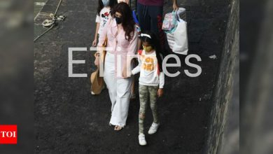 PHOTOS: Twinkle Khanna takes off to Alibaug with daughter Nitara for the weekend - Times of India
