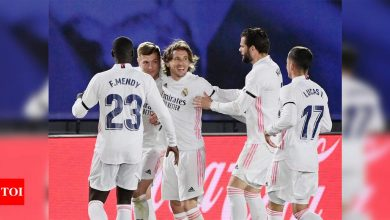 Real Madrid beat Barcelona 2-1 in El Clasico, go top of La Liga | Football News - Times of India