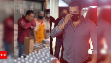 Salman Khan tastes food for quality check before distributing 5000 food packets to COVID-19 frontline workers – watch viral video - Times of India