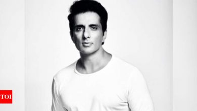Sonu Sood shares a glimpse of receiving help requests from people all over the country, says 'trying my best to reach out to everyone' - Times of India
