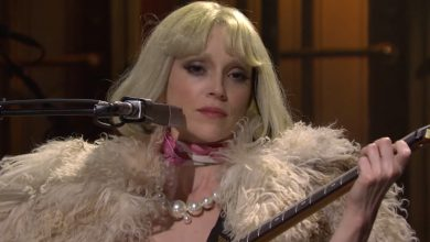 Watch St. Vincent give live debuts to 'Daddy's Home' tracks on 'SNL'