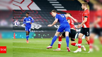 Leicester rescue draw at 10-man Southampton | Football News - Times of India