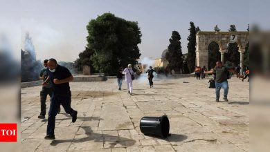 153 Palestinians in hospital after Jerusalem holy site clash - Times of India