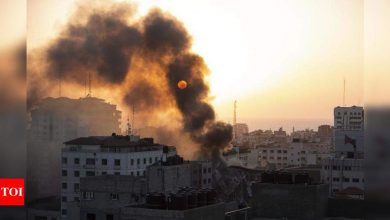 Israel steps up Gaza offensive, kills senior Hamas figures - Times of India