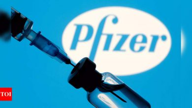 Pfizer vaccine storage: US allows Pfizer vaccine in fridge for a month | World News - Times of India