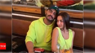 Arjun Kapoor opens up about his relationship with Malaika Arora; Talks about respecting boundaries - Times of India