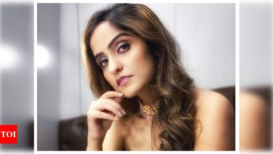 Asees Kaur on remixes: People are talented enough to bring new music; no need to remix old songs - Times of India