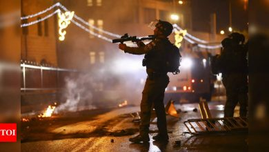Beefed-up Israel police clash with Palestinians in Jerusalem - Times of India