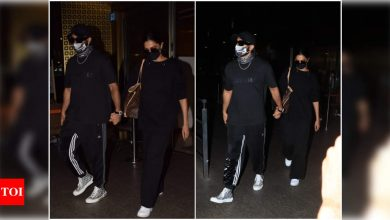 Deepika Padukone and Ranveer Singh twin in black and walk hand-in-hand as they arrive at the airport - Times of India