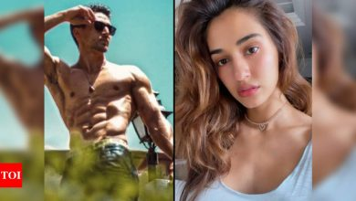 Disha Patani goes 'WOW' as Tiger Shroff aces a mid-air flip stunt – watch video - Times of India