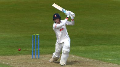 Essex rise from 182 all out to take control against Durham