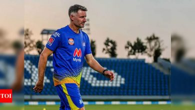 IPL 2021: Mike Hussey tests negative for COVID-19 but remains in quarantine | Cricket News - Times of India