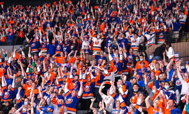 Islanders knock off Penguins, will face Bruins in second round