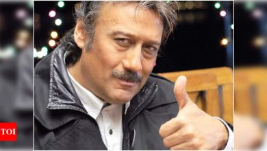 Jackie Shroff helps the All India Lookalike Association with ration kits - Times of India