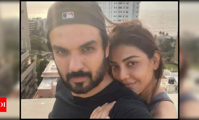 Kajal Aggarwal shares a picture with her 'support system' Gautam Kitchlu and it is all things love - Times of India