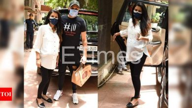 Mom-to-be Geeta Basra steps out with husband Harbhajan Singh - Times of India