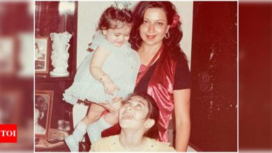 Mother's Day 2021: Kareena Kapoor Khan wishes her 'Rock of Gibraltar' with an adorable throwback picture with Karishma Kapoor - Times of India