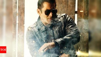 Salman Khan files defamation complaint against Kamaal R Khan for 'Radhe' review - Times of India